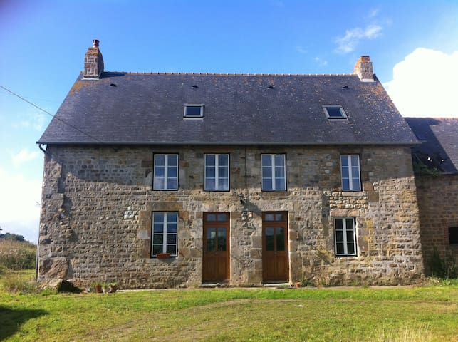Napoleonic Stone Farm House - Céaucé - Huis