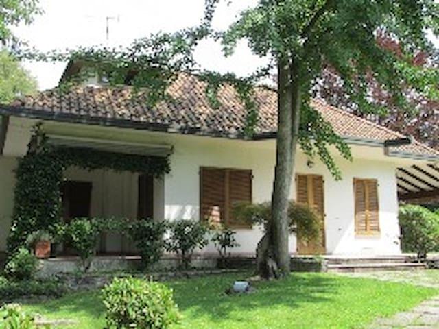 Villa singola con piscina privata - Lucino-rodano - 別荘