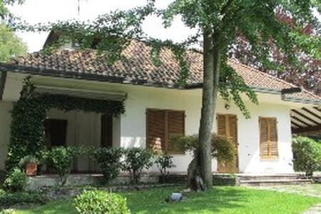 Villa singola con piscina privata - Lucino-rodano