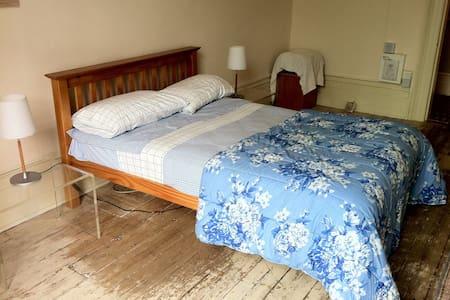 Huge Double Bedroom in Kensington