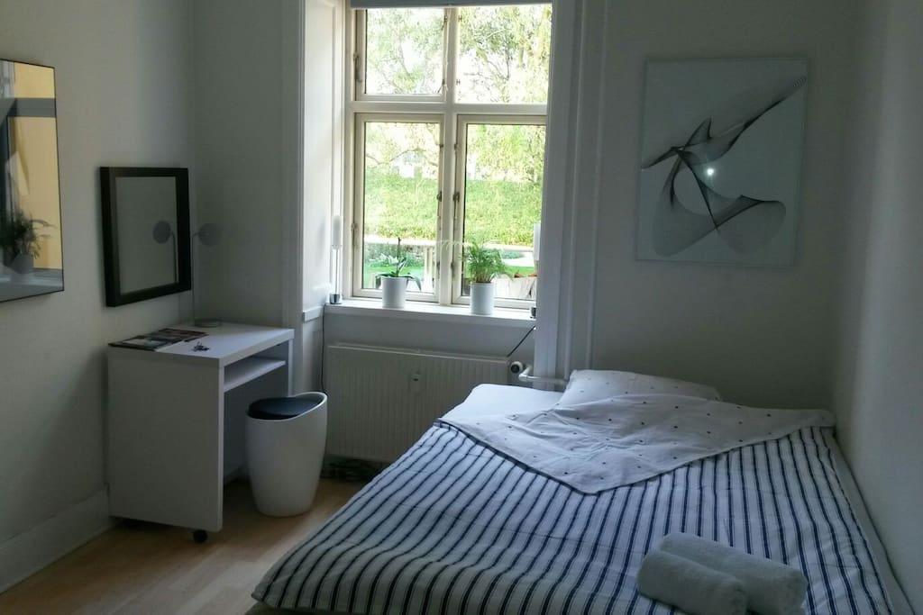private room central copenhagen wohnungen zur miete in kopenhagen region hovedstaden d nemark. Black Bedroom Furniture Sets. Home Design Ideas