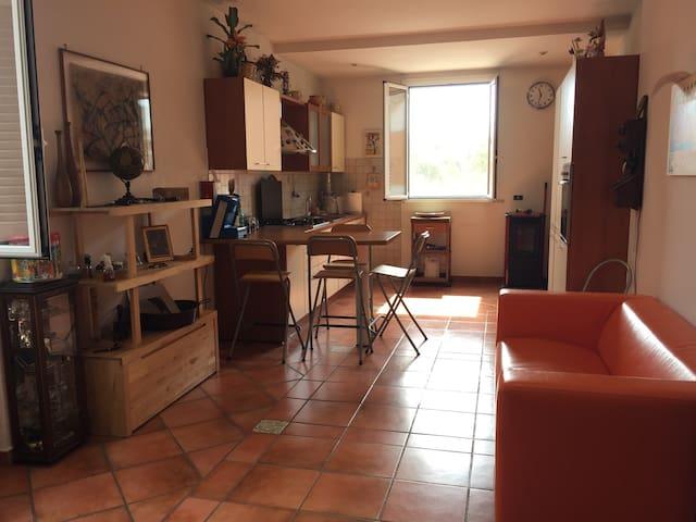4 persone app.to 30min Roma Termini - Aprilia - Apartamento