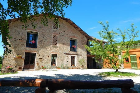 "B&B ""Gilda e i suoi Amici"" - Neive - Bed & Breakfast"