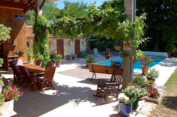 Maison pierre au cœur du vignoble de Saint-Emilion - Montagne - Casa