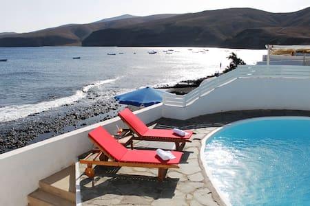 Casa Playa Quemada 1º linea de mar - Playa Quemada - House
