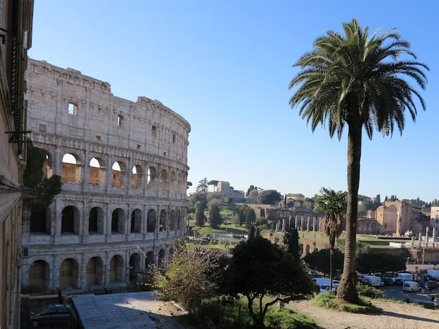 "ROME Colosseum, Imperial Forums ""CasaMonteOppio"""