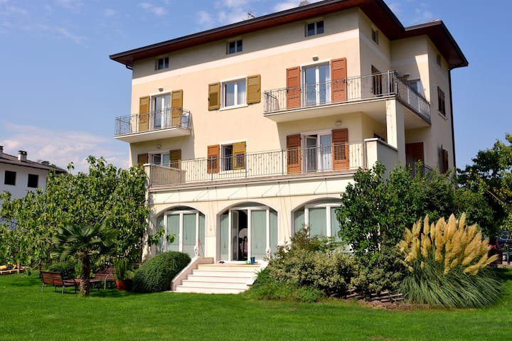 VillaMuse:new flat near LakeofGarda