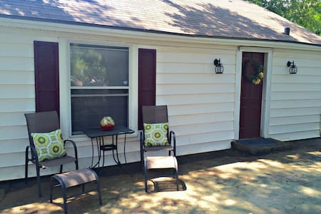 Charming Backyard 1BR/1BA Bungalow