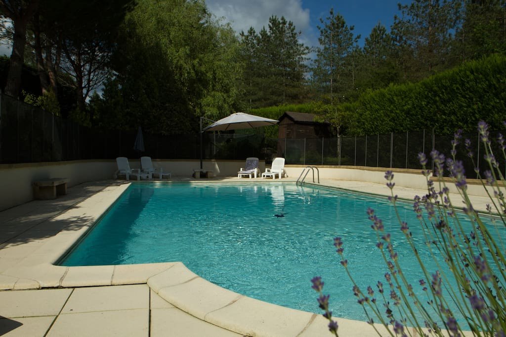 La Grange 12x6m secure private pool