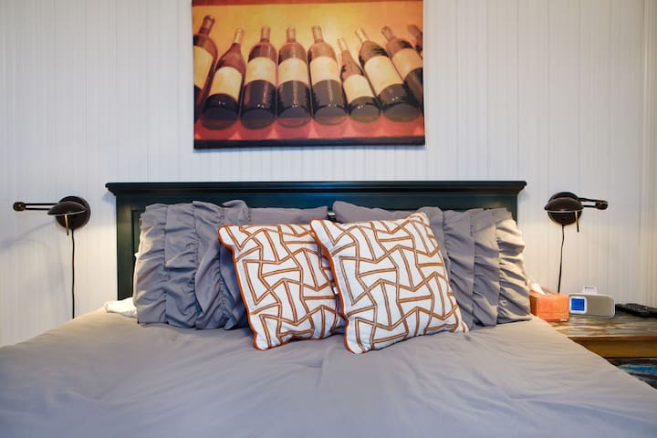 Comfy bedroom w/ firm mattress yet soft-top queen bed.  Silky comforter and soft pillows.