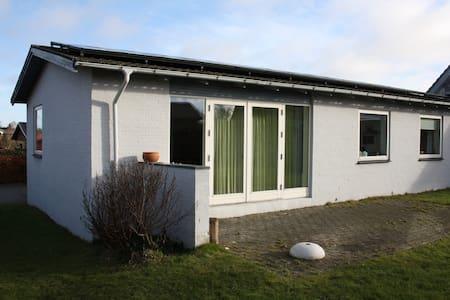 Moderne villa med have og carport - Kolding - Hus
