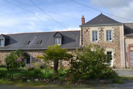 Chambre double chez l'habitant. - Saint-Herblon - Dom