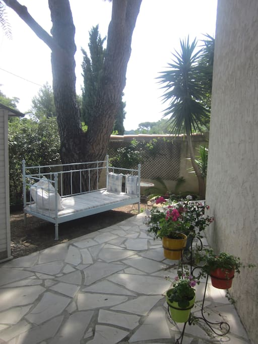 The garden with day bed