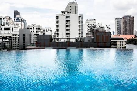 Beautiful Sukhumvit Condo BTS & MRT - Bangkok