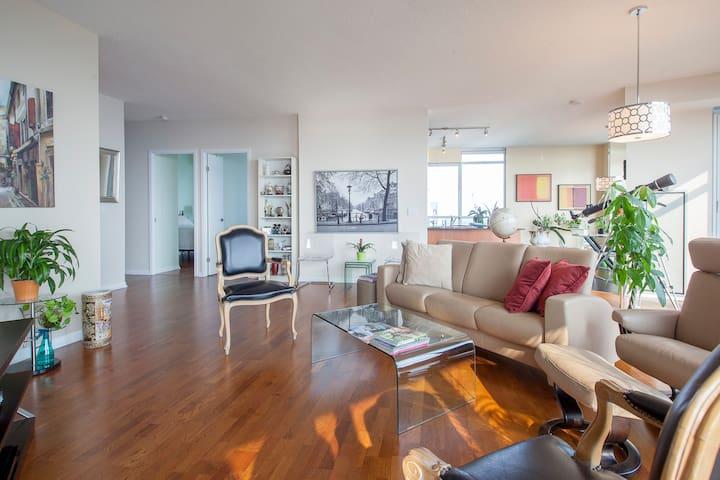 Fabulous Large 3 bedrooms PH suite w/ 3 balconies