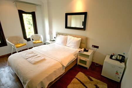 Comfortable Room w/Bathroom OldCity