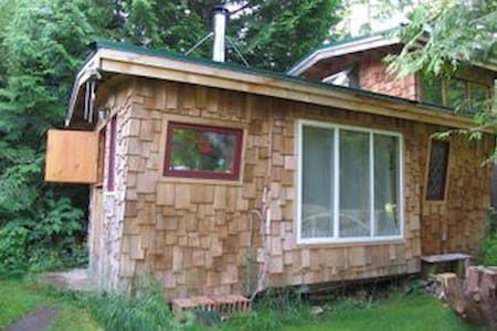 Vista Caravan by the  Salish Sea - Hornby Island - 小木屋