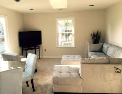 703-2brm 1000sq/ft Walk to Ocean - Virginia Beach