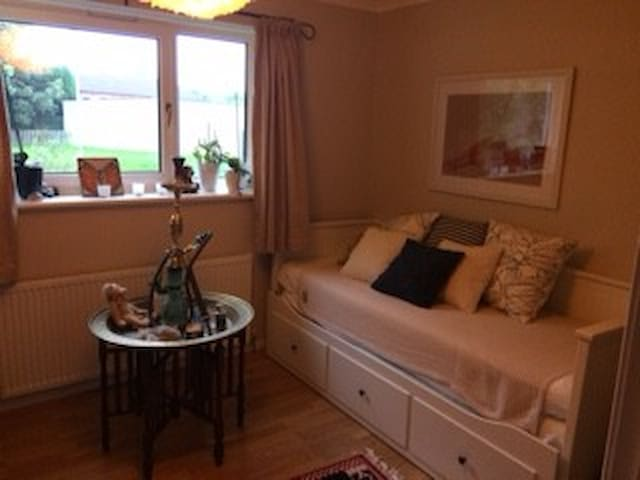 Room to let during Offshore Europe - Westhill - Casa