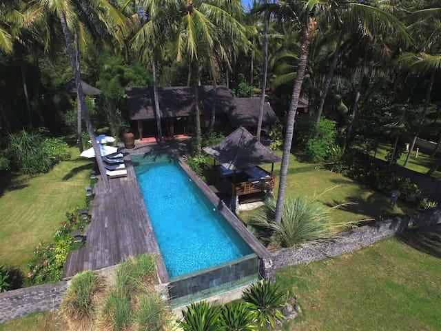 Villa sur la plage - Kubu - House