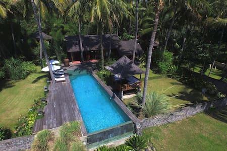 Villa sur la plage - Kubu