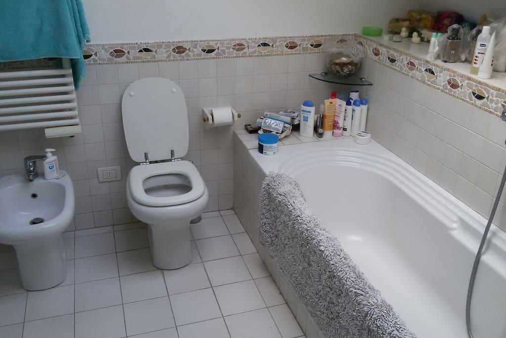 Fuorisalone luminosissima stanza con bagno privato - Stanza con bagno privato roma ...