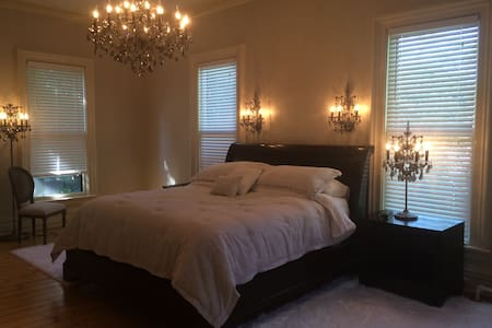 Amazing Master Suite in the Village - Ev
