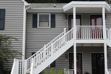 2br 2 bath - 2nd floor - Bungalow near WFU ! - Winston-Salem - Lyxvåning