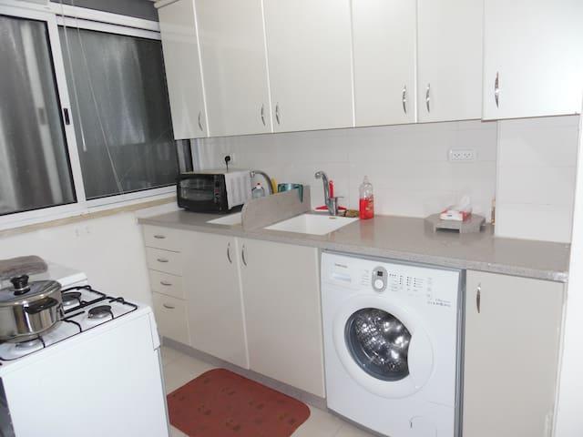 Renovated, Furnished Yerushalayim - 예루살렘 - 아파트