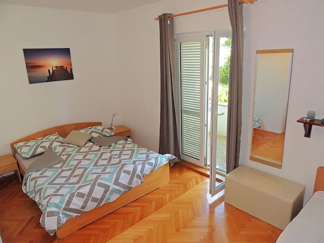 Double bedroom with terrace