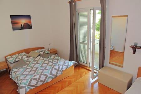 Triple bedroom with terrace 08802 - Krk