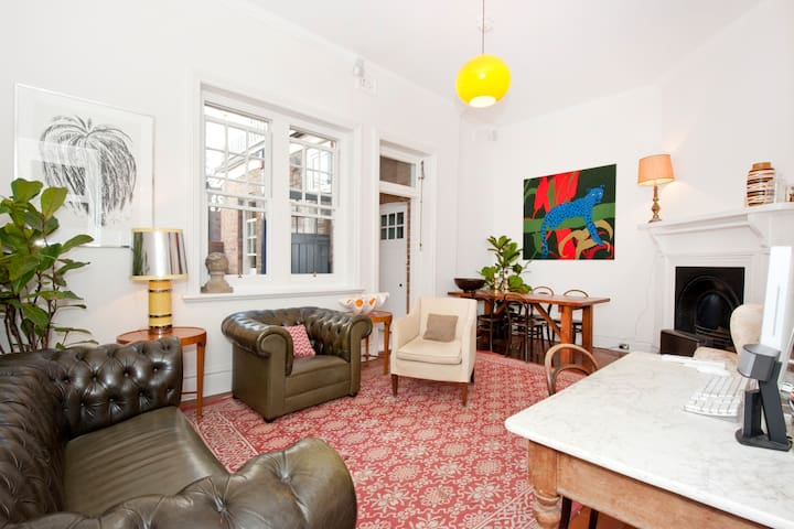 Sydney City Home in Historic Rocks - Millers Point - Flat