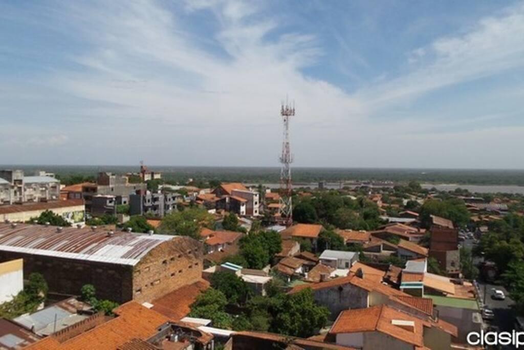 Hermosa vista de la ciudad desde la azotea.