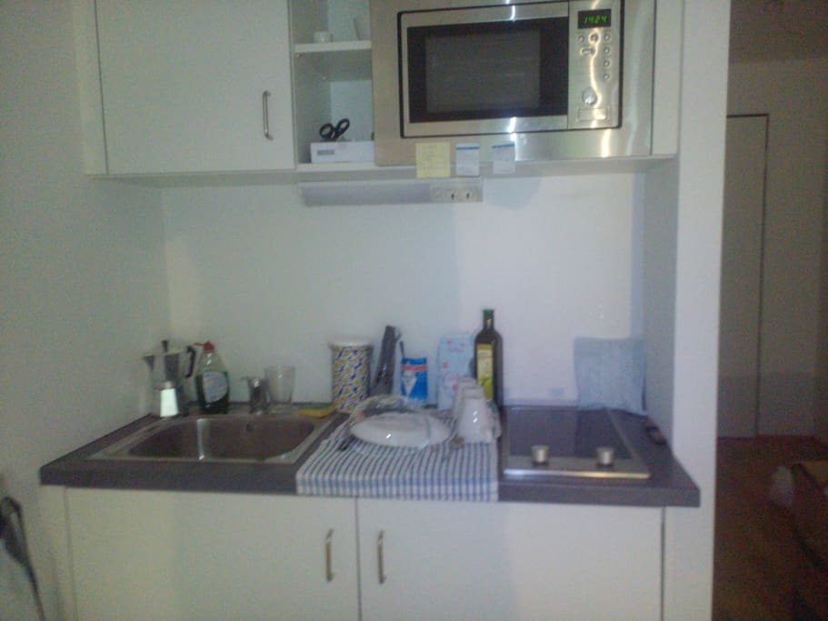 Feel free to use the small kitchen. Everything necessary is here.
