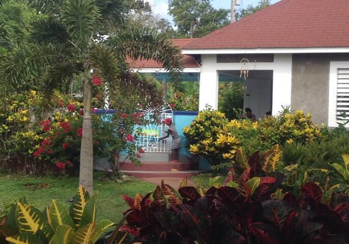 Rose Garden Pool & Villa - Long Bay - House