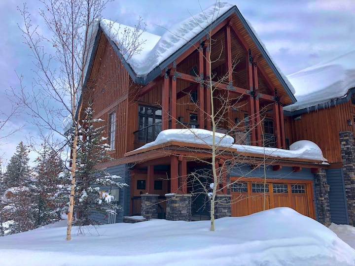 Kicking Horse luxury home - ski in/out!