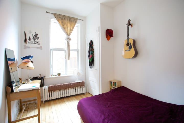 Cozy Bedroom in Outremont Home - Montreal - Apartamento