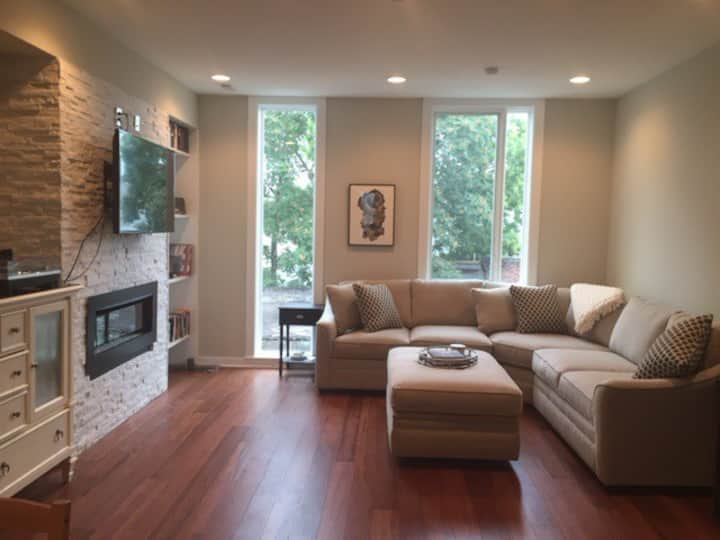 2BR Luxury Condo in Beautiful Fairmount Area