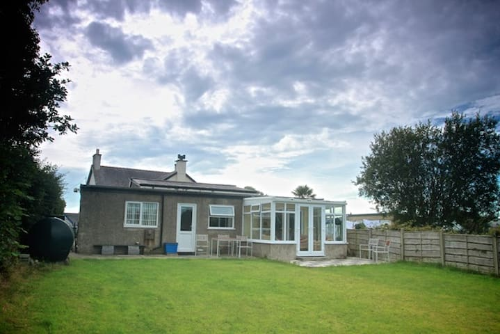 Pwllheli Criccieth 3 bed Cottage with Garden Quiet - Chwilog - Bungalow