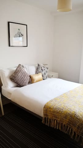 Central / Private bath / Breakfast included / Wifi - Belfast - Flat