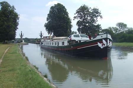 Cabine de bateau près de Chantilly - Saint-Leu-d'Esserent - Boot