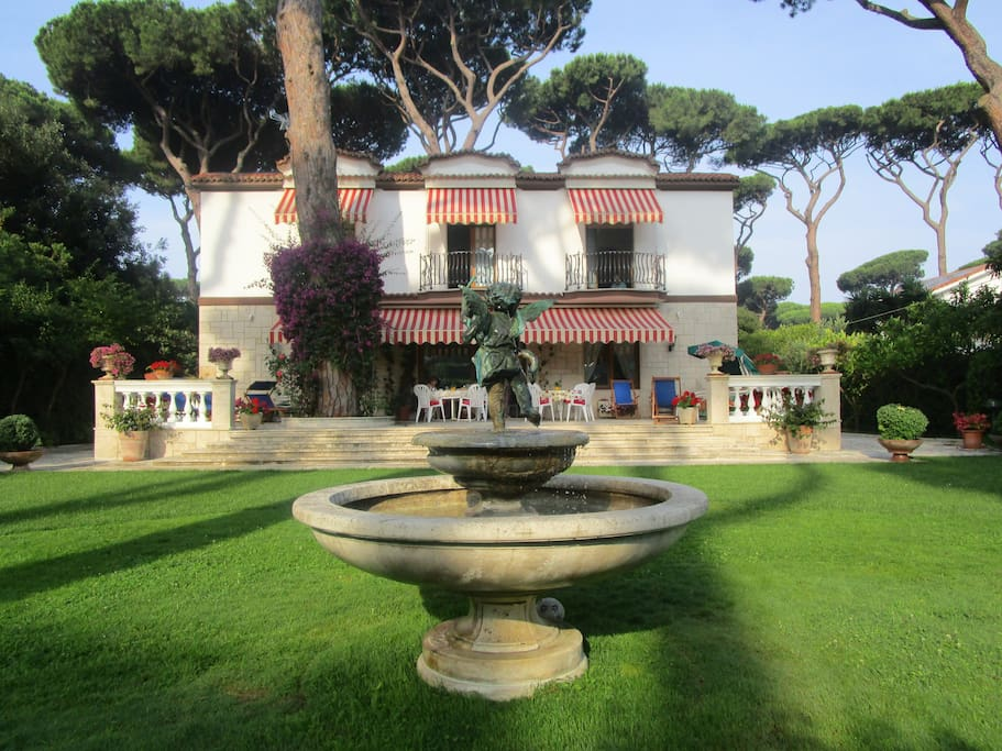 Fountain with Villa Bianca in the background