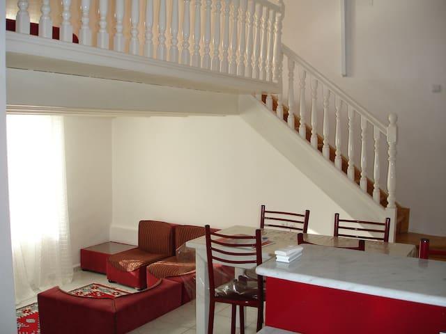 Loft R au rdc d'une villa en bord de mer - Algiers - Loteng Studio