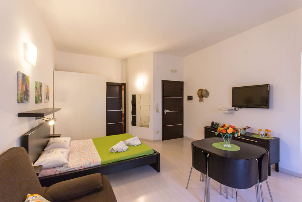 Mikimono monolocale high tech appartamenti in affitto a for Monolocale arredato palermo