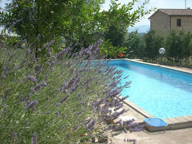farmhouse and pool - sleeps 8