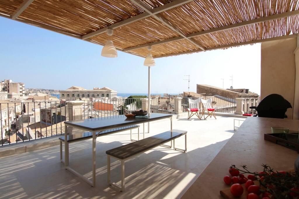 Apollo s suite terrazzo vista mare ortigia centro for Centro benessere siracusa ortigia