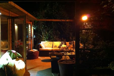 Garden retreat- 'Glamping' in Hove - Chalé