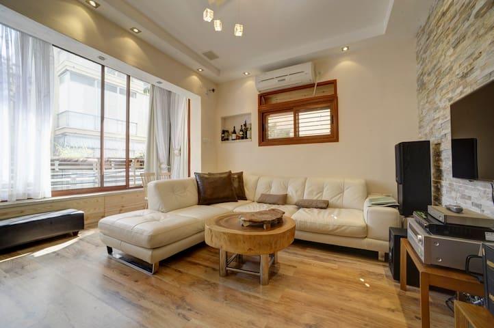 luxury bungalow DIZINGOF SOHO style