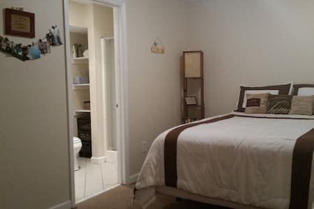 Clean/cozy private rm,bath,entrance - Atlantic Highlands