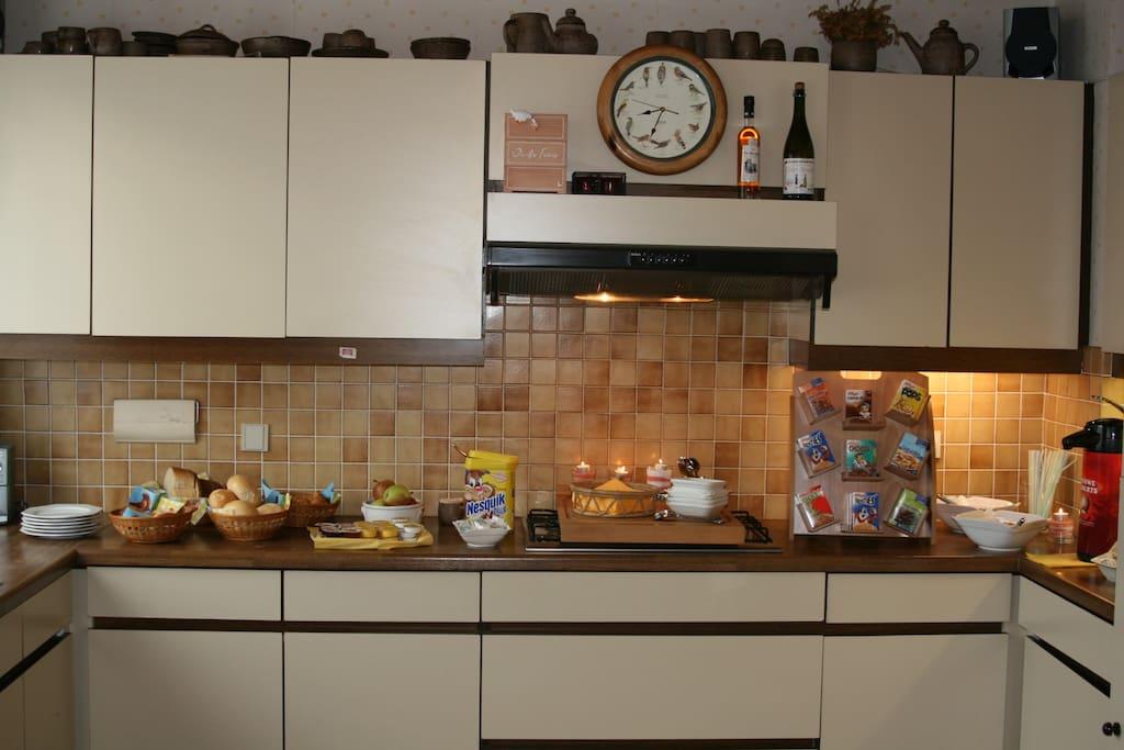 ruime keuken met met plaats voor 12